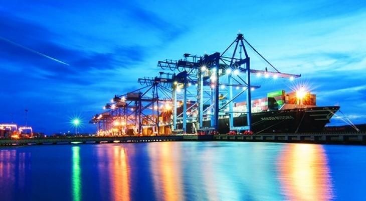 Việt Nam có 272 bến cảng biển – 92,2km chiều dài cầu cảng, với tổng công suất trên 550 triệu tấn/năm
